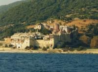 Вид на Ватопедский монастырь со стороны моря