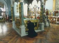 Архимандрит Сильвестр у престола соборного храма Свято-Андреевского скита Ватопедского монастыря на Афоне