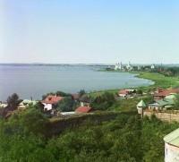 Вид на Спасо-Яковлевский монастырь с башни Ростовского музея в Кремле. 1911 г.