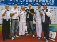 Архимандрит Сильвестр вместе с руководством Российского Союза боевых искусств и почетным гостем – на Первых всемирных играх боевых искусств в Пекине, в 2010 г.