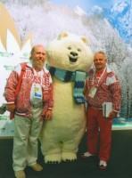 Архимандрит Сильвестр и почетный представитель Международной федерации самбо Михаил Иванович Тихомиров – рядом с символом Олимпийских игр, 2012 г.