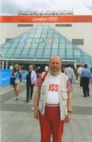 Архимандрит Сильвестр в Лондоне, рядом со спортивным комплексом для единоборств. 2012 г.