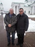Известный детский врач Леонид Михайлович Рошаль и руководитель экскурсионной службы монастыря Николай Николаевич Тутынин во время проведения экскурсии по монастырю.