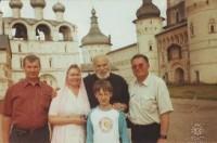 Н.Н. Тутынин с Бедросом Киркоровым и его родственниками после проведения экскурсии по Ростовскому Кремлю.