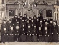 Архимандрит Михей (Хархаров) с братией Жировицкого монастыря. 1960-е годы