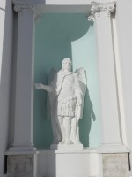 Скульптурное изображение Архангела Михаила