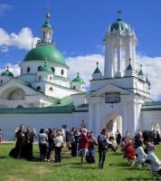 Праздничный концерт под стенами Спасо-Яковлевского монастыря 5 июня 2015 г.