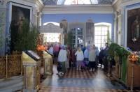 Пока на улице концерт, в храме - нескончаемый поток людей к мощам свт. Димитрия
