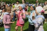 Молодежь у сцены. Ученики монастырской Воскресной школы