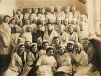 Коллектив ростовского военного эвакогоспиталя. Первая половина 1940-х годов.