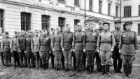Красноармейцы на фоне ростовского эвакогоспиталя. Первая половина 1940-х годов.