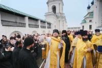 Крестный ход в день преставления святителя Димитрия, возглавляемый наместником монастыря игуменом Августином.