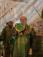 Божественная Литургия в Ростовском Успенском соборе, совершаемая Митрополитом Пантелеимоном 5 июня 2012 г.