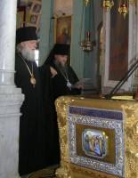 Владыка Пантелеимон у раки Свт. Димитрия. Фото 2011 г.