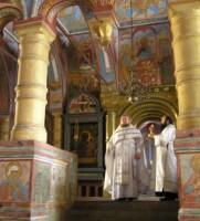 Божественная литургия в церкви Спаса на Сенях Ростовского кремля (фото 2011 г.)
