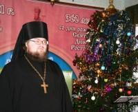 Игумен Августин поздравляет детей с Рождеством. Монастырская ёлка 2012.