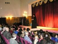 Наместник монастыря игумен Августин поздравляет детей с Рождеством Христовым, 2012 год.