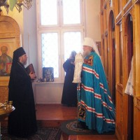 Митрополит Пантелеимон поздравляет архимандрита Сильвестра с шестидесятилетием.2012