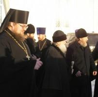Митрополит Пантелеимон, архимандрит сильвестр и игумен Августин в селе Сулость, 27 января 2012 года.