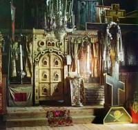 Иконостас церкви Иоанна Богослова на реке Ишне. Фото С.М. Прокудина-Горского 1911 г.