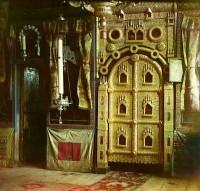 Царские врата иконостаса церкви Иоанна Богослова на реке Ишне. Фото С.М. Прокудина-Горского 1911 г.
