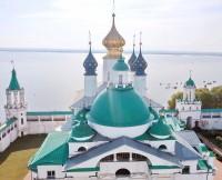 Купола Яковлевского храма и Зачатиевского собора. Фото Павла Рубцова. 2020.