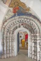 Церковь Спаса Преображения. Интерьер, западный портал с отреставрированной фреской Христа конца XVII века. 7 июля 2019 г.  Уильям Брумфилд