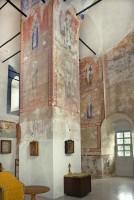 Церковь Спаса Преображения. Внутренний, юго-западный вид с реставрацией остатков стенописи. 7 июля 2019 г. Уильям Брумфилд
