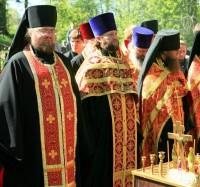 Панихида на Ростовском воинском кладбище