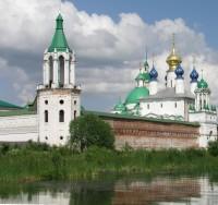 Юго-восточная башня монастырской ограды - место размещения Толгского храма