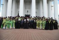 Участники празднования Собора Ростово-Ярославских святых в Спасо-Яковлевском монастыре 5 июня 2015 г.
