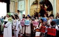 Музыкальный ансамбль «Песни Мира» в Спасо-Яковлевском монастыре 2 мая 2016 года.