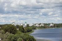 Вид на восток с колокольни на берег озера Неро и Ростовский кремль. 7 июля 2019 г. Уильям Брумфилд