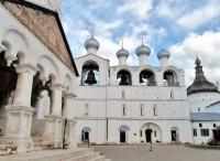 Ростовская соборная звонница и храм Входа Господня в Иерусалим.