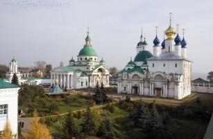 Вид на монастырские храмы с юго-западной башни. 2010 г. Фото Сергея Щегольского
