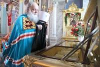Митрополит Пантелеимон у раки Святителя Димитрия Ростовского