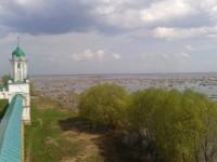 Ростовское озеро в середине мая. Вид со смотровой площадки монастыря