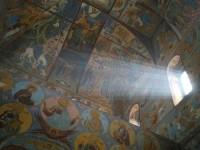 Храм Всемилостивого Спаса Ростовского кремля во время служения Литургии 21 апреля 2012 г.