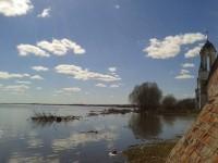 Озеро у монастырских стен. Весна 2013 г.