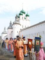 Крестный ход вокруг Ростовского кремля 21 апреля 2012