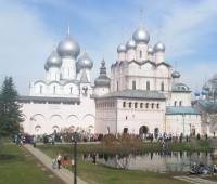 Ростовский кремль в день празднования образования Ярославской митрополии, апрель 2012 г.