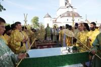 Мощи прп. Авраамия Ростовского доставлены крестным ходом в Авраамиев монастырь. 29 июля 2012 г.