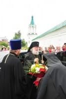 Встреча архиепископа Пантелеимона у врат Спасо-Яковлевского монастыря, 2011 г.