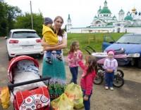 Оказание продуктовой помощи Социальным отделом Спасо-Яковлевского монастыря в августе 2015 г.
