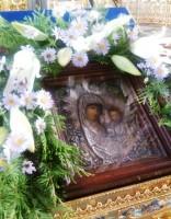 Образ Казанской иконы Божией Матери на аналое в Димитриевском соборе Спасо-Яковлевского монастыря. 21 июля 2014 года