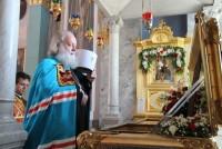 Митрополит Пантелеимон у раки Святителя Димитрия