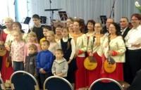 Ученики Воскресной школы вместе с музыкантами Ростовского оркестра народных инструментов.