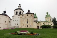 Храмы Кирилло-Белозерского монастыря.